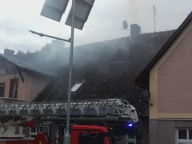 W czwartek popołudniu strażacy OSP Połczyn-Zdrój zostali wezwani do pożaru. - O godz:14:42 zostaliśmy wezwani do miejscowości Wardyń Dolny (gm. Połczyn-Zdrój), gdzie w jednym z budynków wielorodzinnym doszło do pożaru kominowego - informują strażacy na swoim profilu Facebookowym. - W trakcie działań osób poszkodowanych nie stwierdzono. Do działań zadysponowano PSP Świdwin i OSP Połczyn-Zdrój.Zobacz także: pożar w centrum Koszalina, przy budynku byłego Empiku