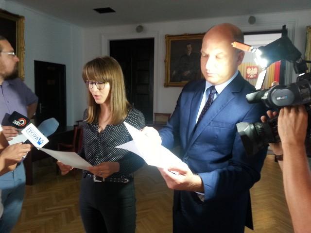 Radni Marta Grzeszczyk i Łukasz Magin obawiają się i życie i zdrowie rodzin z Pabianickiej 49.