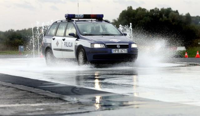 Policjanci ścigali kierującego mazdą 6 przez centrum Świecia.