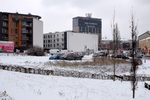 Kolejny apartamentowiec powstanie w samym centrum Kielc. Urząd Miasta właśnie ogłosił przetarg na działkę przy ulicy Piotrkowskiej, w tak zwanym trójkącie bermudzkim.
