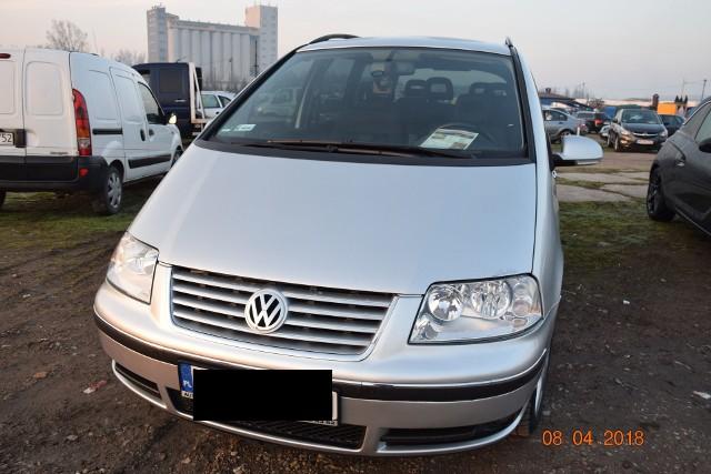 VW SHARAN z 2008 roku. Pojemność silnika 2.0 TDI. Stan licznika 150 tys. km. Cena: 26 900 złCZYTAJ TEŻ: Na giełdzie mozna kupić wszystko. Nie tylko samochódOwoce i warzywa na giełdzie samochodowej