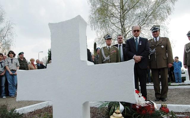 - Zginął, gdy zwycięstwo było już na wyciągnięcie ręki - mówił o swoim przyjacielu generał Jaruzelski. Na jego grobie w Siekierkach złożył wieniec.