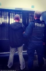 35-letni złodziej złapany po policyjnym pościgu. Mieszkaniec Tuszyna napadł na ekspedientkę i ukradł pieniądze
