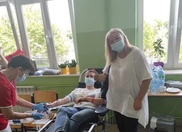 """""""Krew darem życia"""", czyli letnia akcja honorowego krwiodawstwa w Sobkowie już po raz 21. Drogocenny lek oddało 99 osób. Będą nagrody."""