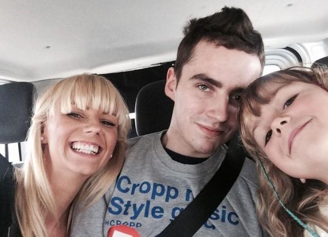 Patryk Micer w drodze na mecz razem z siostrą Magdaleną i siostrzenicą Oliwią