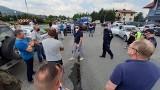 Protest w Czernichowie. Mieszkańcy przeciwko przebudowie DW 948 w sezonie turystycznym. ZDW nie widzi pola do kompromisu