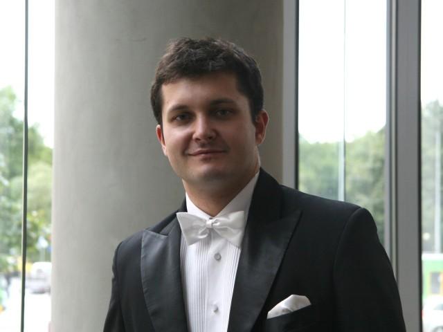 """W piątkowym koncercie """"Pianiści u Paderewskiego"""" usłyszymy Piotra Szychowskiego"""