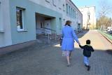 Przedszkola i żłobki ponownie otwarte. Dzieci wracały do nich w podskokach (zdjęcia)