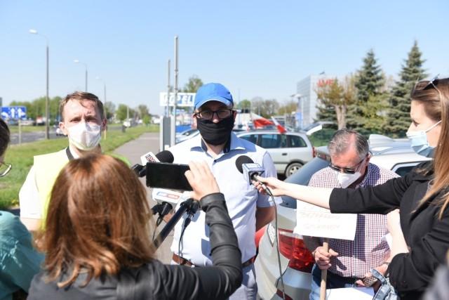 W maju związkowcy pikietowali przed siedzibą WORD w Toruniu.