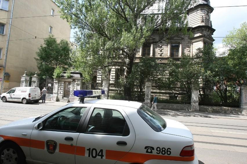 Policja odzyskała zabytkową furtkę z willi Rudolfa Kellera [ZDJĘCIA]