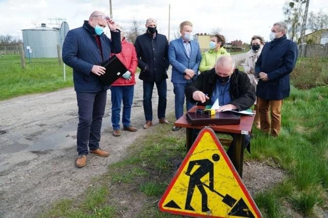 Podpisanie umowy na budowę odcinka drogi Rytel - Piastoszyn