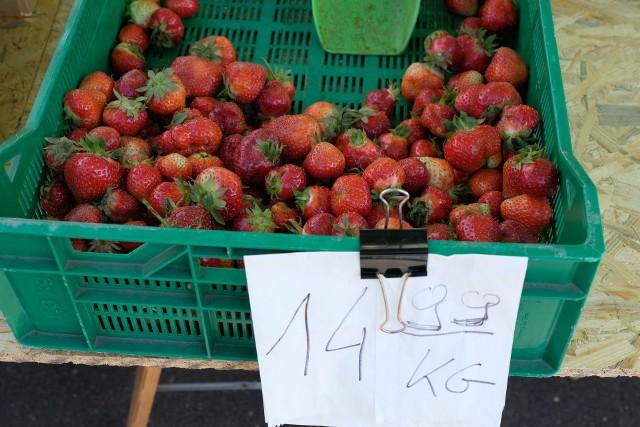 Drogie warzywa i owoce na targowiskach. Zobaczcie ceny na targowisku.Zobacz kolejne zdjęcia. Przesuwaj zdjęcia w prawo - naciśnij strzałkę lub przycisk NASTĘPNE