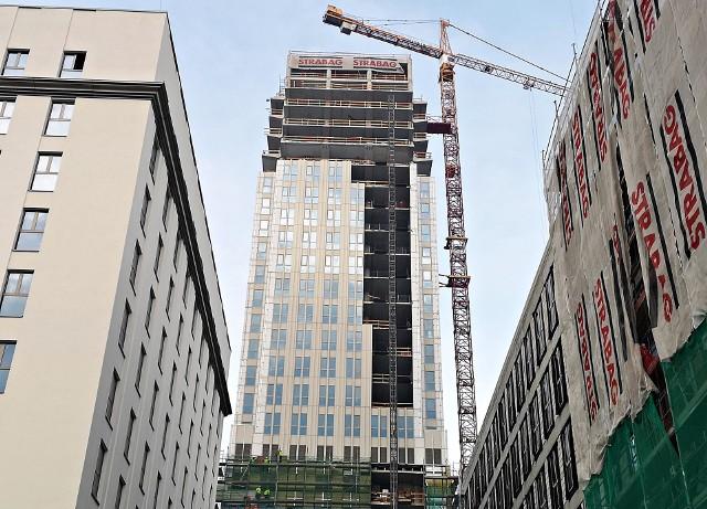 Budowa Unity Centre trwa. Inwestor walczy z czasem.