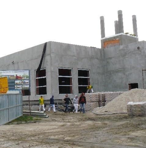 Obecnie największą inwestycją jest budowa basenu. Przeciwnicy burmistrza wytykają jednak, że gmina wyda na nią o pięć milionów więcej, niż planowano. Pływalnia ma kosztować ponad 22 mln zł.