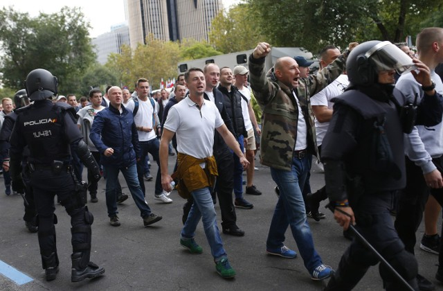 Pseudokibice Legii starli się z policją pod Santiago Bernabeu