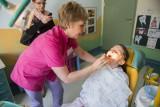 Czy dentyści wrócą do szkół? Stan uzębienia Polaków to dramat
