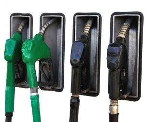 Słabnąca złotówka powoduje, że polskie firmy paliwowe, muszą podnosić ceny. (fot. sxc)