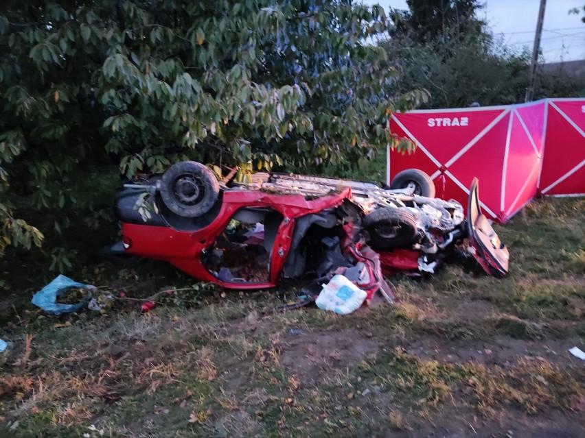 Dwie osoby zginęły w sobotę w wypadku pod Chynowem.