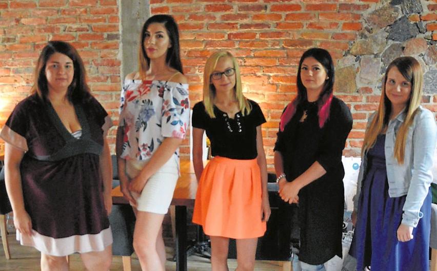 Od lewej: Katarzyna Jakuć, Małgorzata Zaręba, Emilia Skrodzka, Kamila Dmochowska i Patrycja Sobolewska