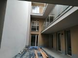 Balkon z ekskluzywnym widokiem na ścianę, czyli kolejny absurd budowlany w Krakowie