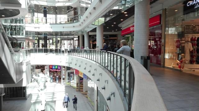 Sklepy w Centrum Handlowym Agora Bytom zostały ponownie otwarte w poniedziałek 4 maja. Zobacz kolejne zdjęcia. Przesuwaj zdjęcia w prawo - naciśnij strzałkę lub przycisk NASTĘPNE >>>