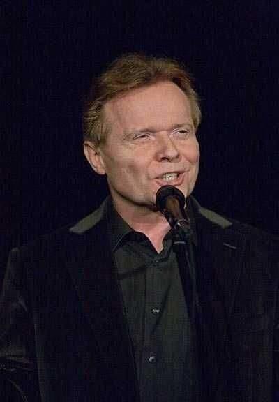 Michał Bajor to aktor i piosenkarz, który wykona wykona recital Od Piaf w Teatrze Dramatycznym