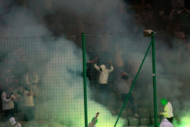 Zobaczcie zdjęcia z hitu 35. kolejki PKO BP Ekstraklasy Legia Warszawa - Cracovia. Stadion na Łazienkowskiej nie mógł być wypełniony po brzegi, oczywiście z powodu pandemii COVID-19. Legia przypieczętowała mistrzowski tytuł, a kibice świętowali na trybunach.