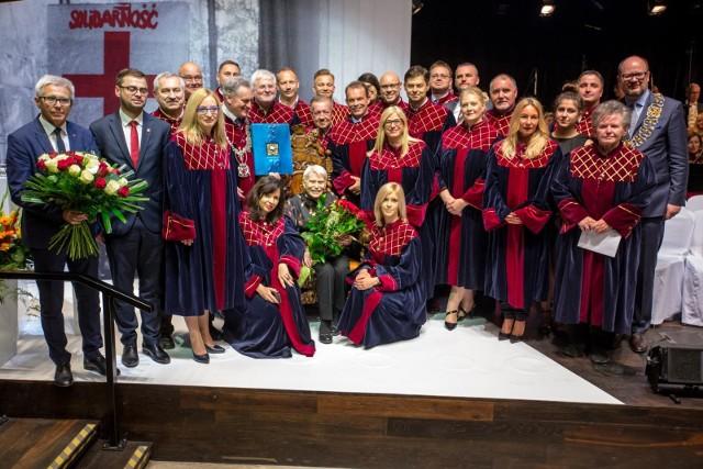 Jedną z ostatnich kobiet, które jak dotąd otrzymały Honorowe Obywatelstwo Miasta Gdańska jest prof. Joanna Muszkowska-Penson. Ceremonia wręczenia jej tytułu odbyła się w maju 2018 roku w Europejskim Centrum Solidarności