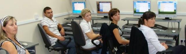 Szkolenia odbywają się w pracowni komputerowej szkoły w Łęgu Starościńskim