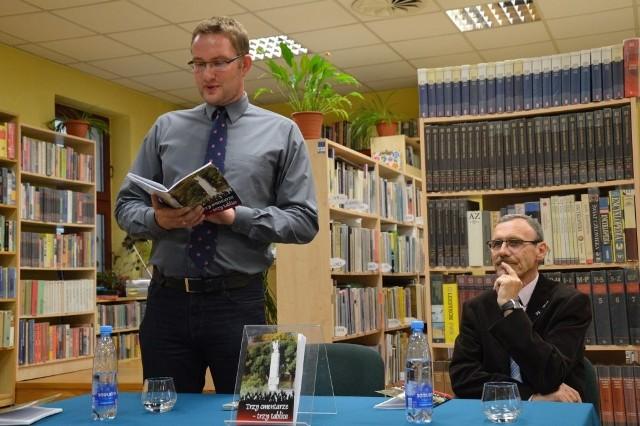 Publikację wydał Urząd Miejski, a promocję prowadził dr Przemysław Zientkowski (z lewej)