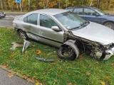 Białystok. Kolizja na Zabłudowskiej. Volvo zderzyło się z renault i uderzyło w słup (zdjęcia)