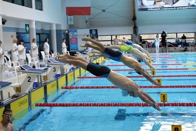 Po tygodniowej przerwie, gorzowscy pływacy i waterpoliści wrócą do Słowianki.