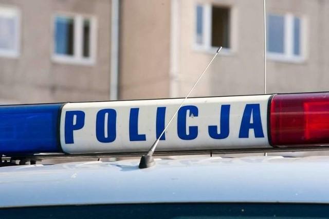Samochód osobowy uderzył w narożnik budynku pod Pleszewem