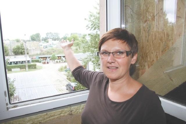 Smród uprzykrza nam pracę – skarży się Dorota  Bołtruczuk, której firma znajduje się obok składowiska. – Najgorsze jest to, że nikt nie chce nam pomóc.