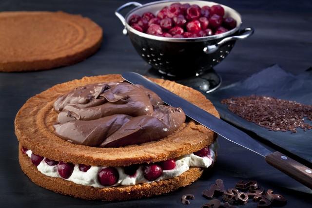 Tort czekoladowyPrzygotowanie pysznego tortu powinno zająć około pół godziny, a może nawet mniej.