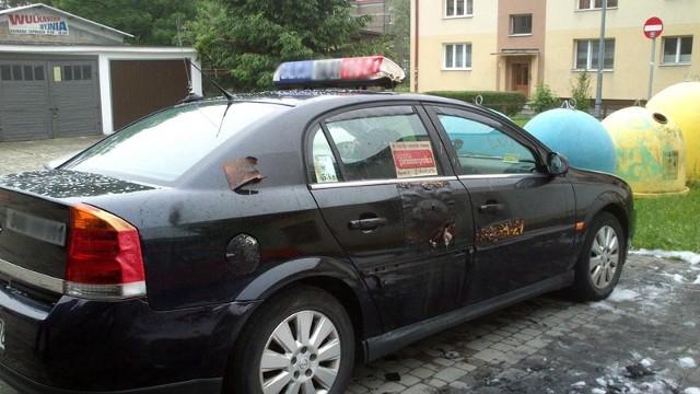 Według wstępnych ustaleń policji nieznany sprawca podpalił forda focusa. Właścicielka auta wyceniła straty na 14 tys. zł.