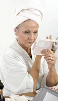 Skóra w starszym wieku powinna być inaczej odżywiana Fot. Theta