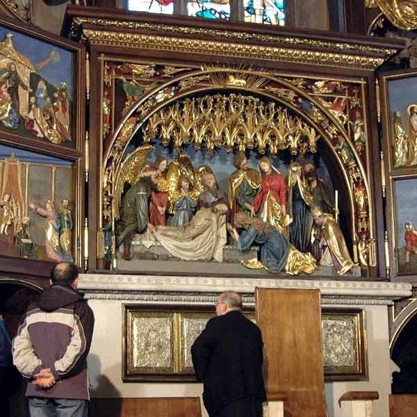 Ołtarz w przemyskiej bazylice nawiązuje do dzieła Wita Stwosza w kościele Mariackim w Krakowie.