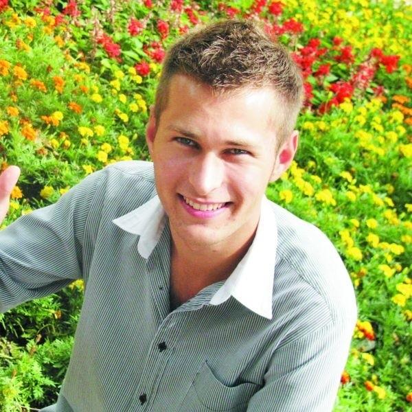 Nasz 19-letni łomżyniak Karol Boruch życzy dzisiejszym jubilatom uśmiechu i udanego wypoczynku w wakacje