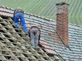 Biłgoraj. Tragedia podczas remontu dachu. Mężczyzna spadł z wysokości kilku metrów. Nie przeżył upadku