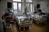 Warunki dużo lepsze niż na hali UMB. Zobacz, jak wygląda szpital tymczasowy przy ul. Żurawiej! (zdjęcia)