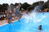 W piątek startują baseny letnie w Toruniu. Sprawdź, gdzie, w jakich godzinach i za ile można korzystać z kąpieli