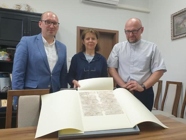 Ten niezwykły eksponat wzbogaci zbiory biblioteki w Unisławiu