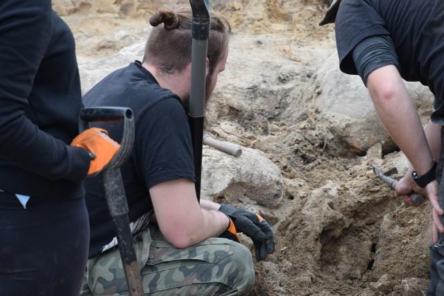 W Sępólnie na Placu Wolności archeolodzy wykopali fundamenty kościoła ewangelickiego