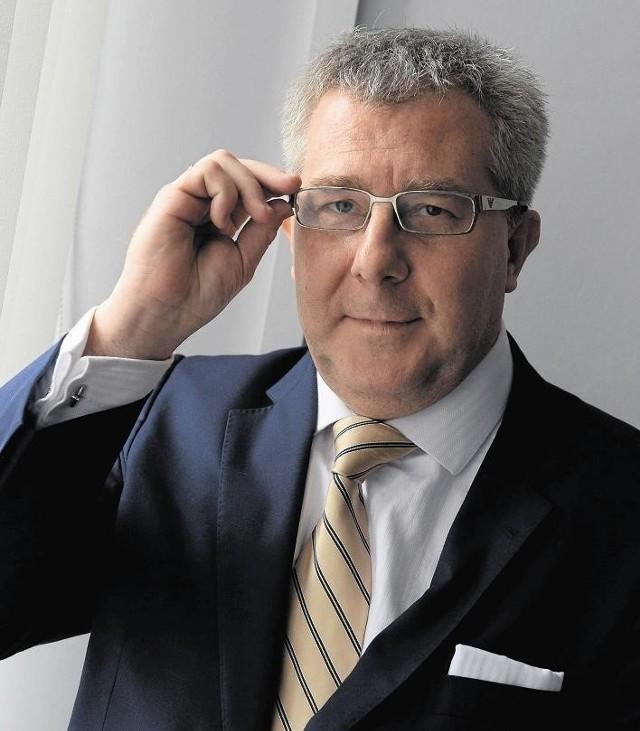 Przed przejściem do PiS Ryszard Czarnecki działał w ZChN i Samoobronie