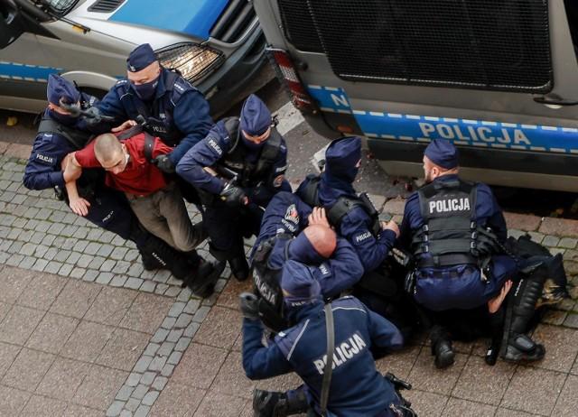 """Rada Europy krytycznie o polskiej policji. """"Nadmierne używanie siły"""""""
