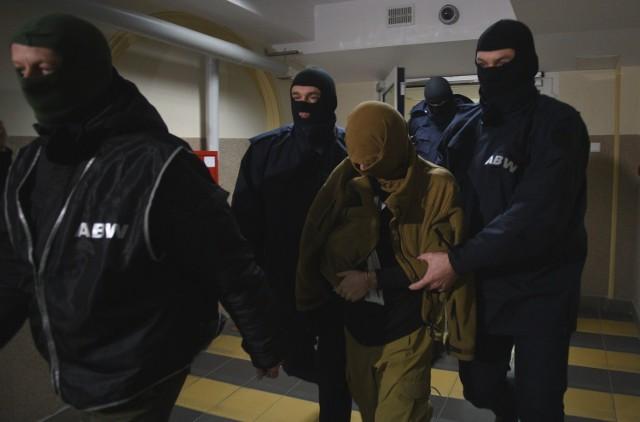Zdjęcie ilustracyjne | Agenci ABW prowadzą zatrzymanego w Łodzi mężczyznę, który miał mieć powiązania z Al Kaidą