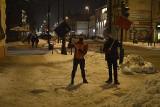Aktywiści Pieszego Lublina wzięli sprawy w swoje ręce i odśnieżyli miejskie chodniki