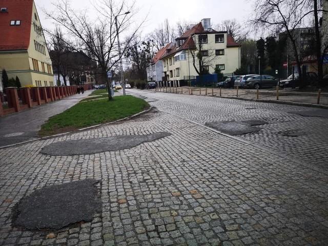 Ruszyły przygotowania do przebudowy ulicy Koszarowej we Wrocławiu.