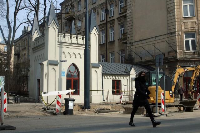 Domek odźwiernego stojący przy wejściu głównym do Ogrodu Saskiego to jeden z najbardziej charakterystycznych budynków w Lublinie